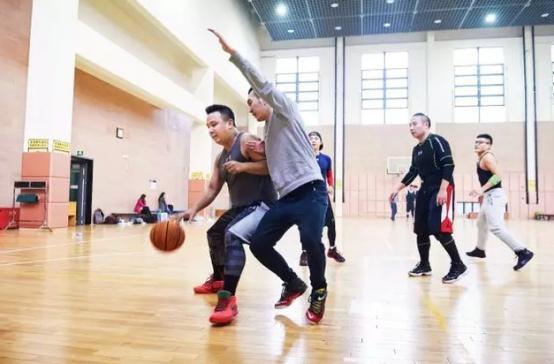 管理企业就像管理一支篮球队
