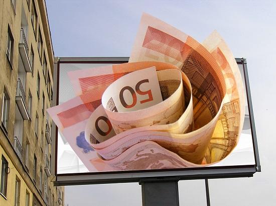 银监会:不得将信托资金违规投向股市、房地产等限制或禁止领域