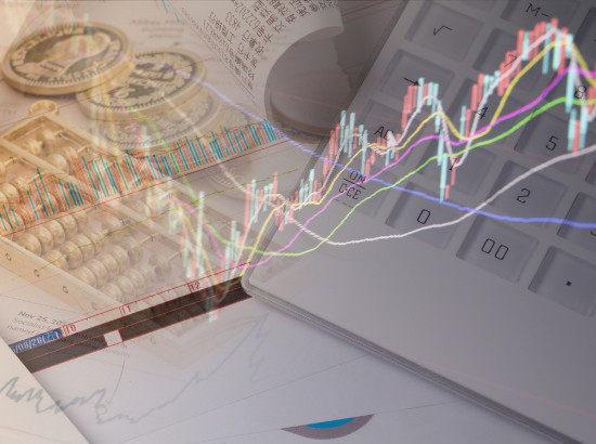 人民币对美元短期贬值不改 双向宽幅波动趋势