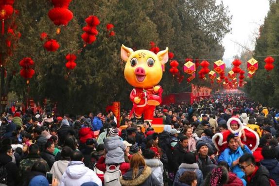 春节假期全国旅游收入超5000亿 旅游过年成新民俗