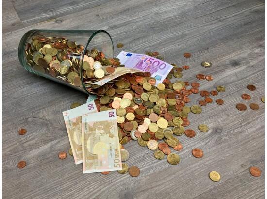 中国连续3个月再抛售美债28亿美元,日本增持370亿美元
